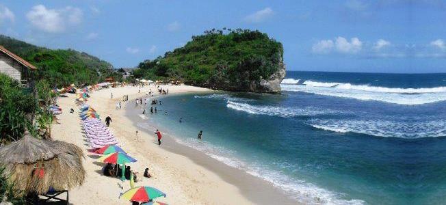 Wisata Pantai Indrayanti di Gunung Kidul Jogja
